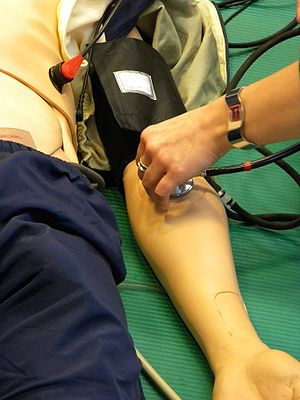 English: Measurement of blood pressure in arm ...