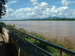 Mekong River in Nakhon Phanom Province, opposite خاموان صوبہ of لاؤس