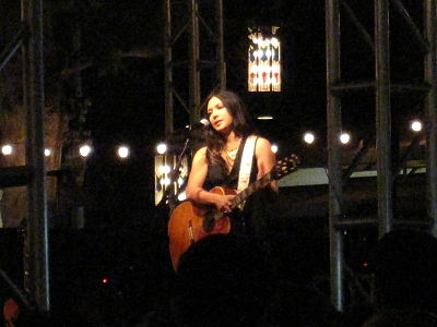 Branch performing in August 2009. Michelle Branch at The Grove Los Angeles, 19 August 2009 (5262371773).jpg