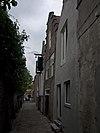 foto van Huis met trapgevel, de treden gedekt door hardstenen dekplaten