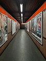 Milano - stazione metropolitana Pasteur - corridoio.jpg