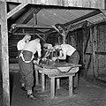 Militairen wassen en scheren zich, Bestanddeelnr 255-9401.jpg
