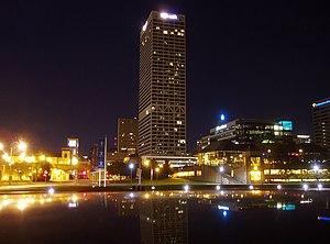 U.S. Bank Center (Milwaukee) - U.S. Bank Center at night