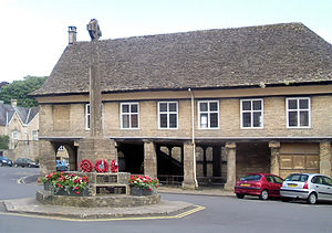 Minchinhampton - Minchinhampton Market House and War Memorial