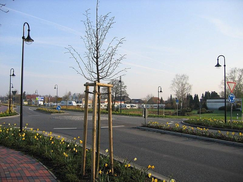 File:Minikreisverkehr.jpg