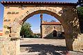 Miranda de Azán, Arco e Iglesia.jpg