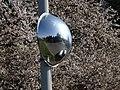 Modřany, Nikoly Vapcarova, zrcadlo proti parkovišti, detail.jpg