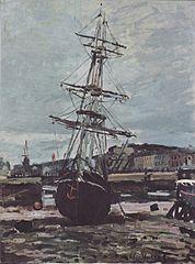 Stranded boat in Fécamp