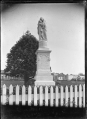 Monument at Moutoa Gardens, Wanganui. ATLIB 273605.png