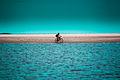 Mulher andando de Bicicleta pela Praia Deserta.jpg