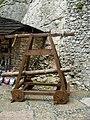 Museum in Ogrodzieniec Castle - catapult 01.JPG