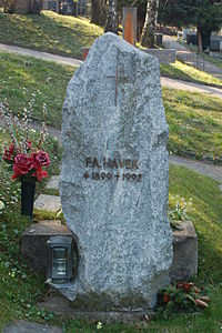 Neustifter Friedhof - Friedrich August Hayek (cropped).jpg
