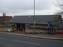 New Barnet stn building.JPG