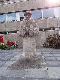 Nijmegen - Standbeeld van Erasmus van Huub Kortekaas voor de Universiteitsbibliotheek.jpg