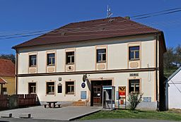 Ošelín, municipal office.jpg