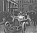 Onze juin 1914, la Delage victorieuse à Indianapolis devant le siège de l'ACF (René Thomas à D., Paul Bablot à G.).jpg