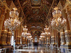 Опера Гарнье.  Интерьер Большой Парижской оперы стал первым во Франции нового времени интерьером, отделанным мозаикой.