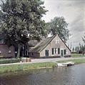 Overzicht van de voorgevel en linker zijgevel van het woongedeelte van de boerderij - Molenaarsgraaf - 20379923 - RCE.jpg