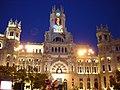 Palacio de Comunicaciones al anochecer, Madrid.jpg