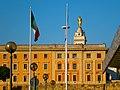 Palazzi di piazza dei Cinquecento e Madonnina della Chiesa del Sacro Cuore - panoramio.jpg
