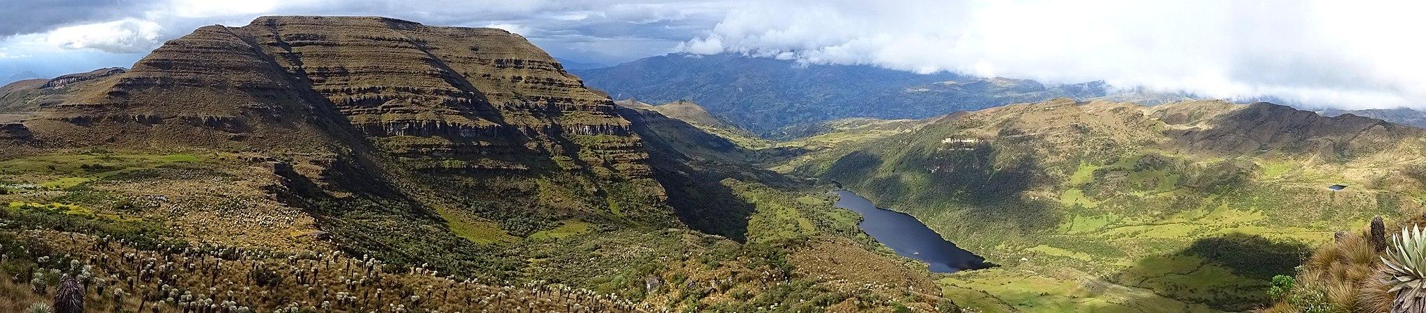 Panorama Cerro de Águilas & Laguna Negra - Páramo de Ocetá.jpg