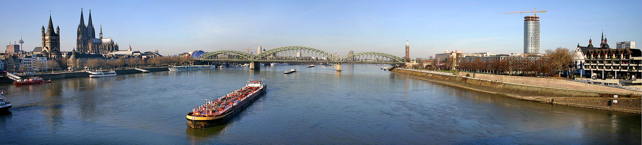 <center>Панорама центральной части Кёльна (вид с моста Дойц)