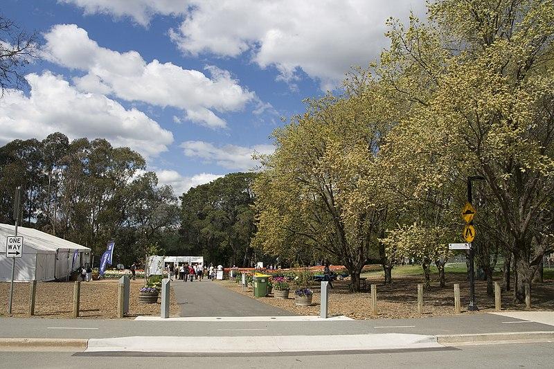 File:Parkes ACT 2600, Australia - panoramio (7).jpg