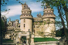 https://upload.wikimedia.org/wikipedia/commons/thumb/2/27/Pierrefond_Chateau_03.jpg/275px-Pierrefond_Chateau_03.jpg