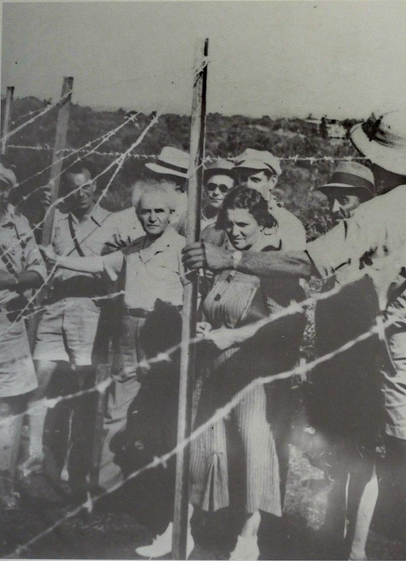 בן גוריון מבקר בגדר ההגנה בצפון