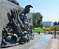 Poltava Sobornosti (Zhovtneva) Str. Round Square Monument of Glory 02 Details (YDS 6569).jpg
