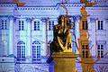 Pomnik Mikołaja Kopernika w Warszawie na tle fasady Pałacu Staszica.jpg