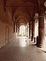 Portici in Piazza Santo Stefano.jpg