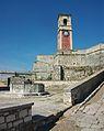 Pou i torre del rellotge de la fortalesa vella de Corfú.JPG