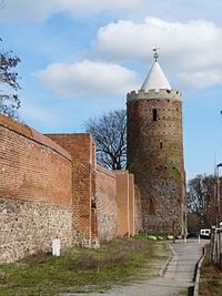 Prenzlau. Stadtmauer und Blindower Torturm. - geograph.org.uk - 8981.jpg