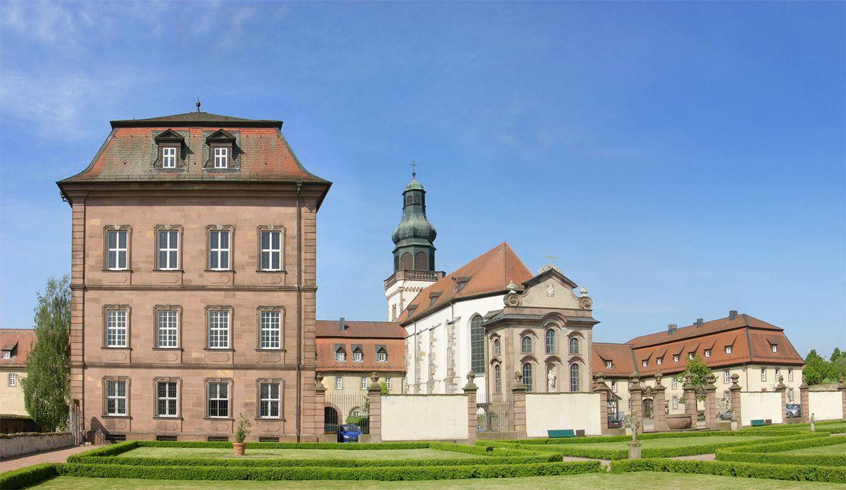 Resultado de imagem para Deutsches Zentrum für Handwerk und Denkmalpflege Fulda.