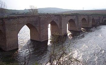 Puente de Briñas situado sobre el Ebro.