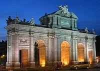 Ворота Алкала на площади Независимости