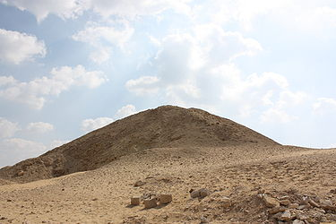 Pyramid of Teti 2010 2.jpg