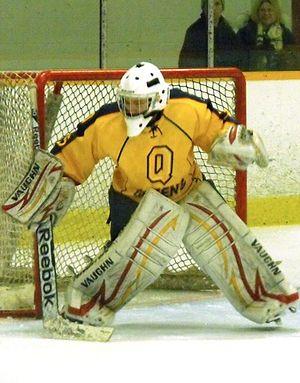 Queen's Golden Gaels women's ice hockey - Golden Gaels goalie in 2014-15 season.