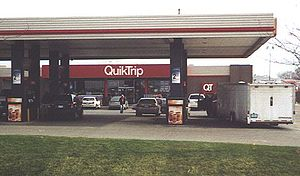 QuikTrip - Exterior of a QuikTrip store in Des Moines, Iowa in 2004