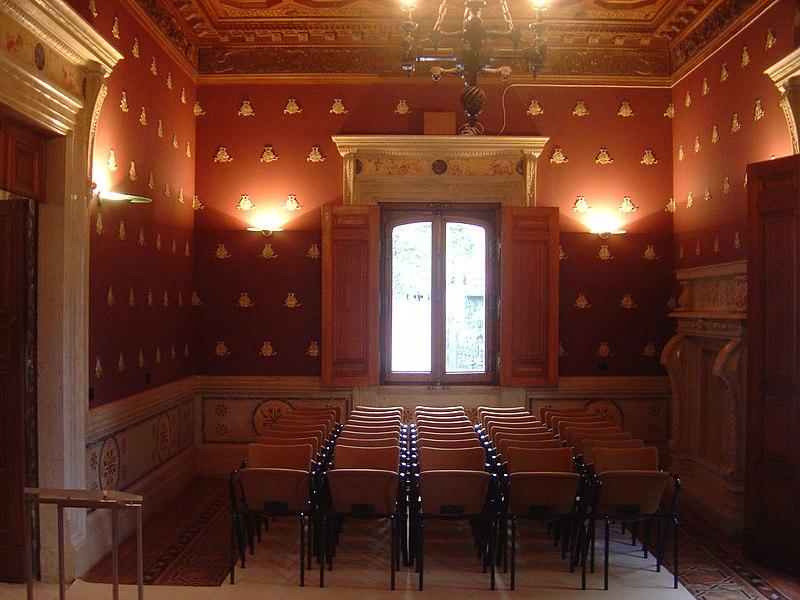 File:Regaleira Palace Living Room.JPG