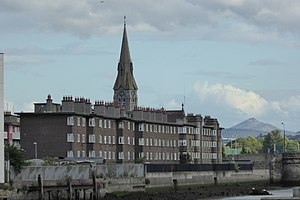 Ringsend Church and Flats with Dodder.jpg