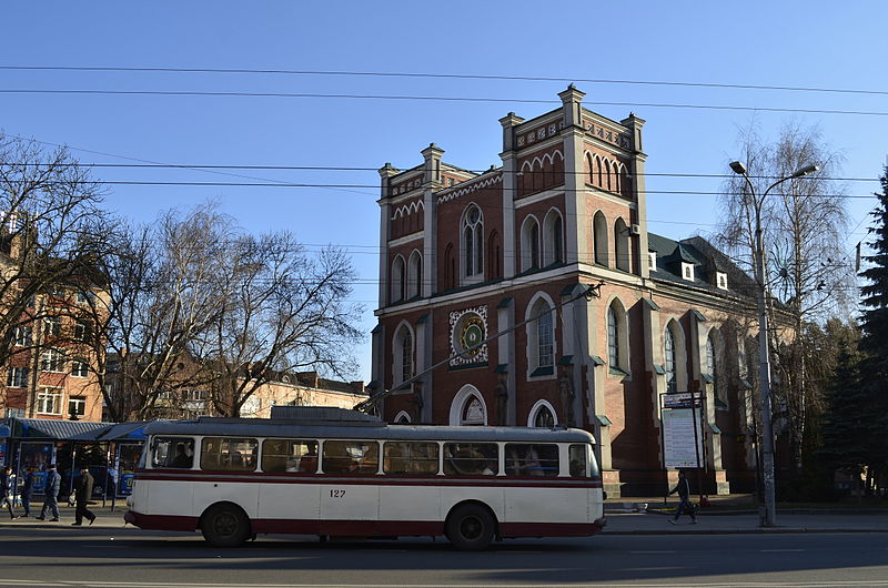 https://commons.wikimedia.org/wiki/File:RivneCostelAndTrolleybus.jpg