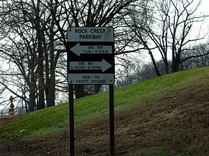 Rock Creek and Potomac Parkway - Signage indicates the times during which the Parkway is one-way.