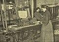 Ruční plnění krabiček 1907.jpg