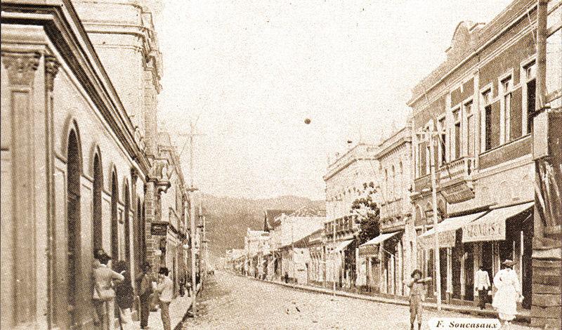 Ficheiro:Rua Halfeld (1903).jpg