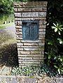 Säule,die das Gräberverzeichnis des Soldatenfriedhofs Ittenbach enthält.jpg
