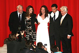 Donald Sutherland, Hayley Atwell, Natalia Wörner, Rufus Sewell en Ken Follett tijdens première The Pillars of the Earth, 2010.