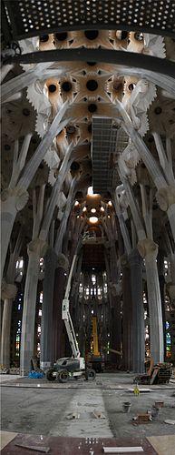 Sagrada Familia interior stereographic vertical panorama 2010.jpg