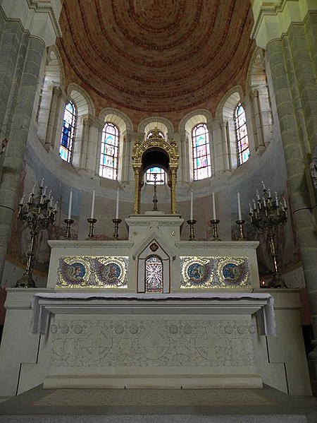 Maître-autel de l'église de Saint-Malo-de-Phily (35).